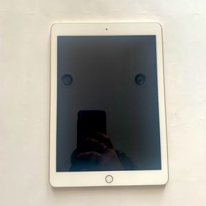 iPad 32gb 5th Gen - Gold - Excellent Condition